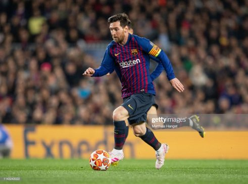 Lionel Messi of Barcelona controls the ball