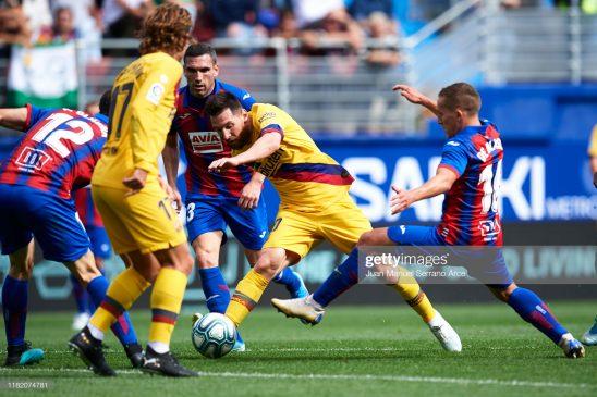 Lionel Messi (C) Barcelona FC