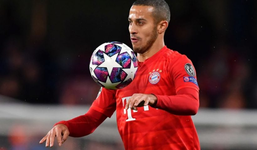 Thiago Alcantara bayern munich controls the ball