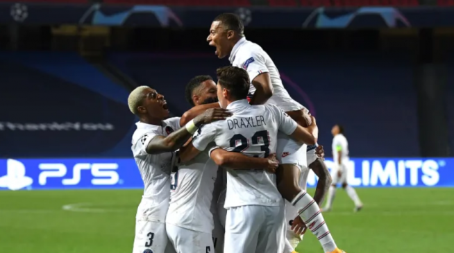 psg players celebrate after victory against atalanta champions league