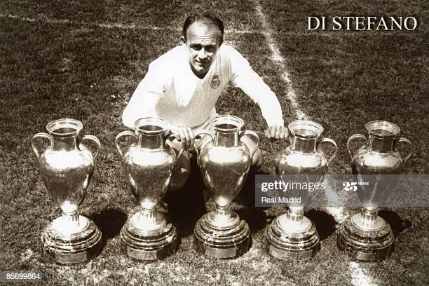 alfredo di stefano with trophies