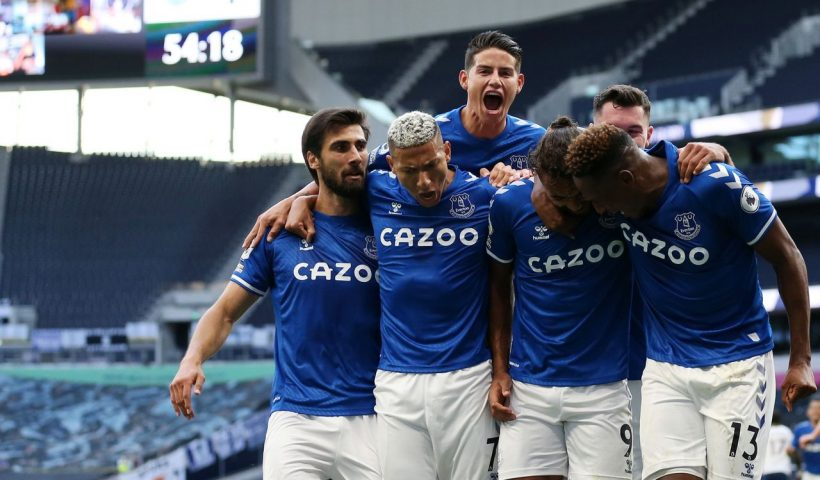 everton players celebrate goal against Tottenham
