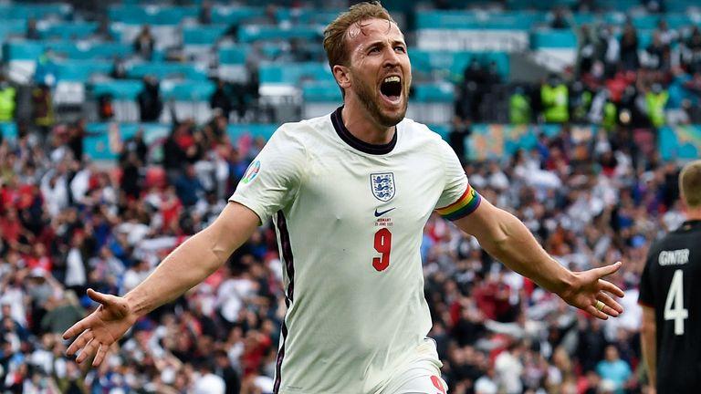 harry-kane-england-celebrate-goal-euro-2020