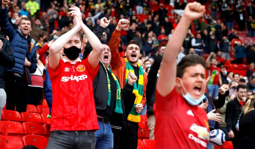 Manchester-United-fans-Old-Trafford
